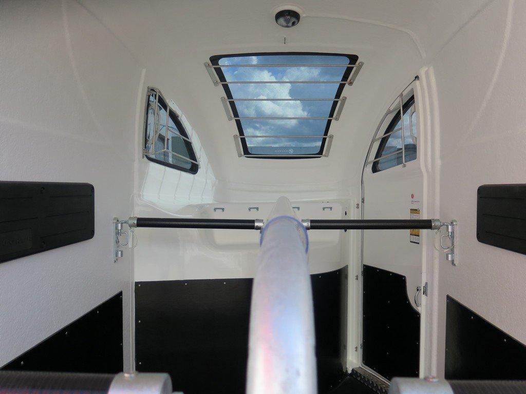 Bucker Careliner M poly 2 paards paardentrailer Aanhangwagens XXL West Brabant 4.0 binnenkant