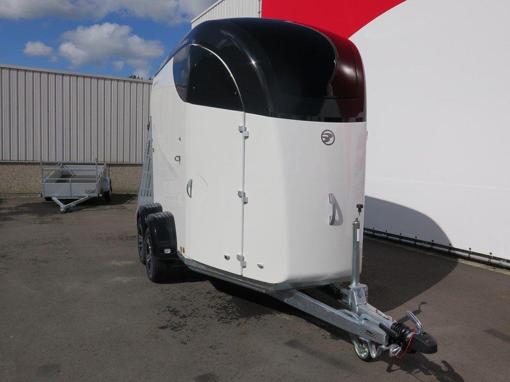 Bucker Careliner M poly 2 paards paardentrailer Aanhangwagens XXL West Brabant 4.0 voorkant