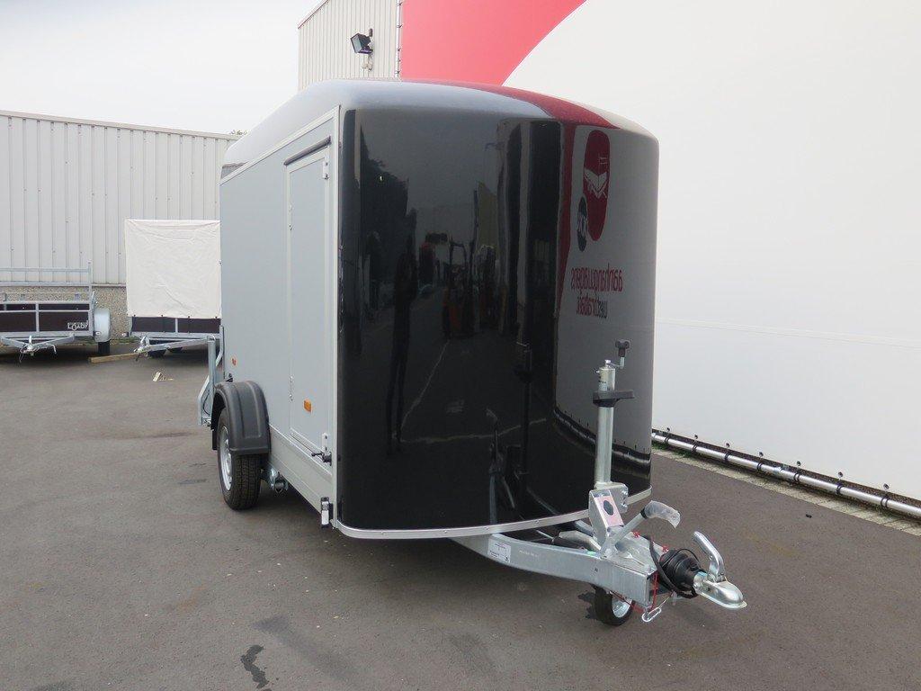 Easyline gesloten aanhanger 302x150x197cm 1300kg Aanhangwagens XXL West Brabant 3.0 voorkant Aanhangwagens XXL West Brabant