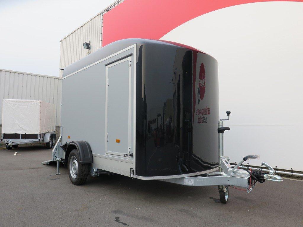 Easyline gesloten aanhanger 302x150x197cm 1300kg Aanhangwagens XXL West Brabant 3.0 zijkant Aanhangwagens XXL West Brabant
