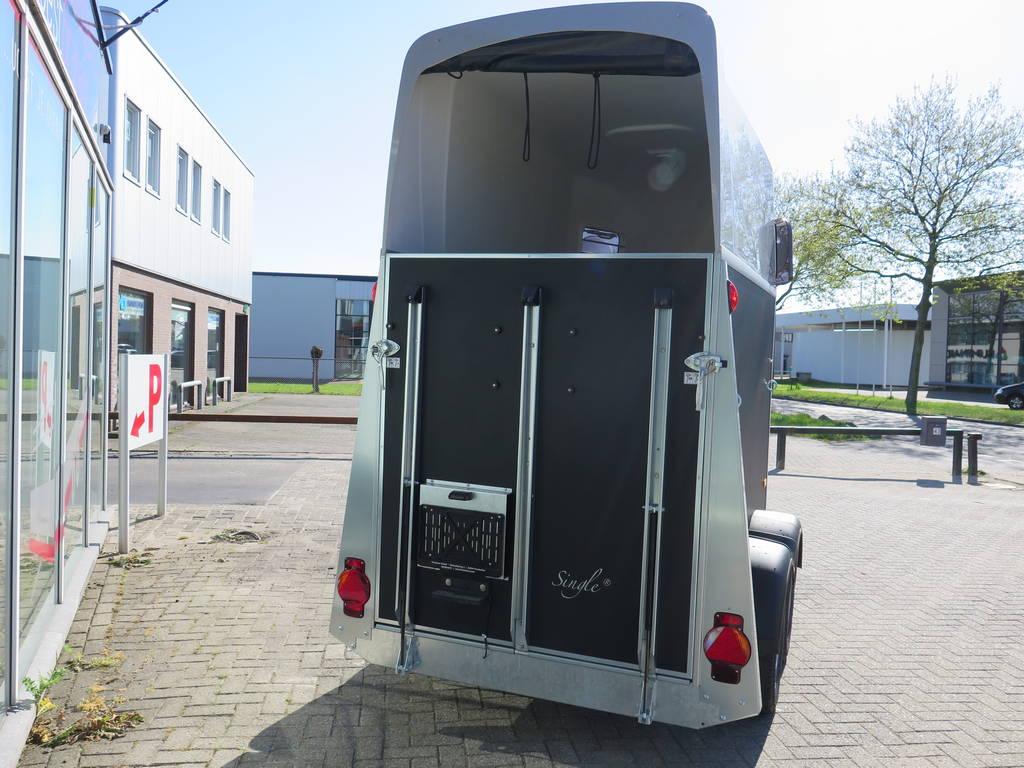 Humbaur Single plywood 1,5 paards trailer paardentrailers Aanhangwagens XXL West Brabant achterkant Aanhangwagens XXL West Brabant