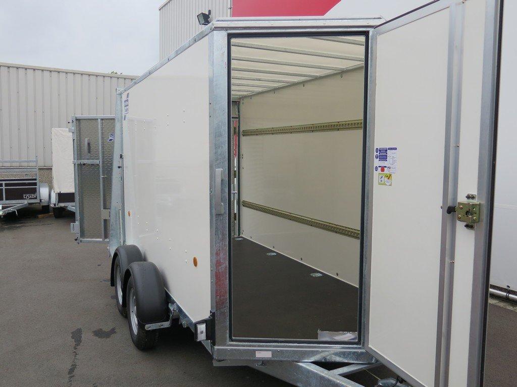 Ifor Williams gesloten aanhanger 303x147x183cm 2700kg Aanhangwagens XXL West Brabant 2.0 voordeur Aanhangwagens XXL West Brabant