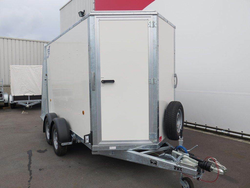 Ifor Williams gesloten aanhanger 303x147x183cm 2700kg Aanhangwagens XXL West Brabant 2.0 voorkant Aanhangwagens XXL West Brabant