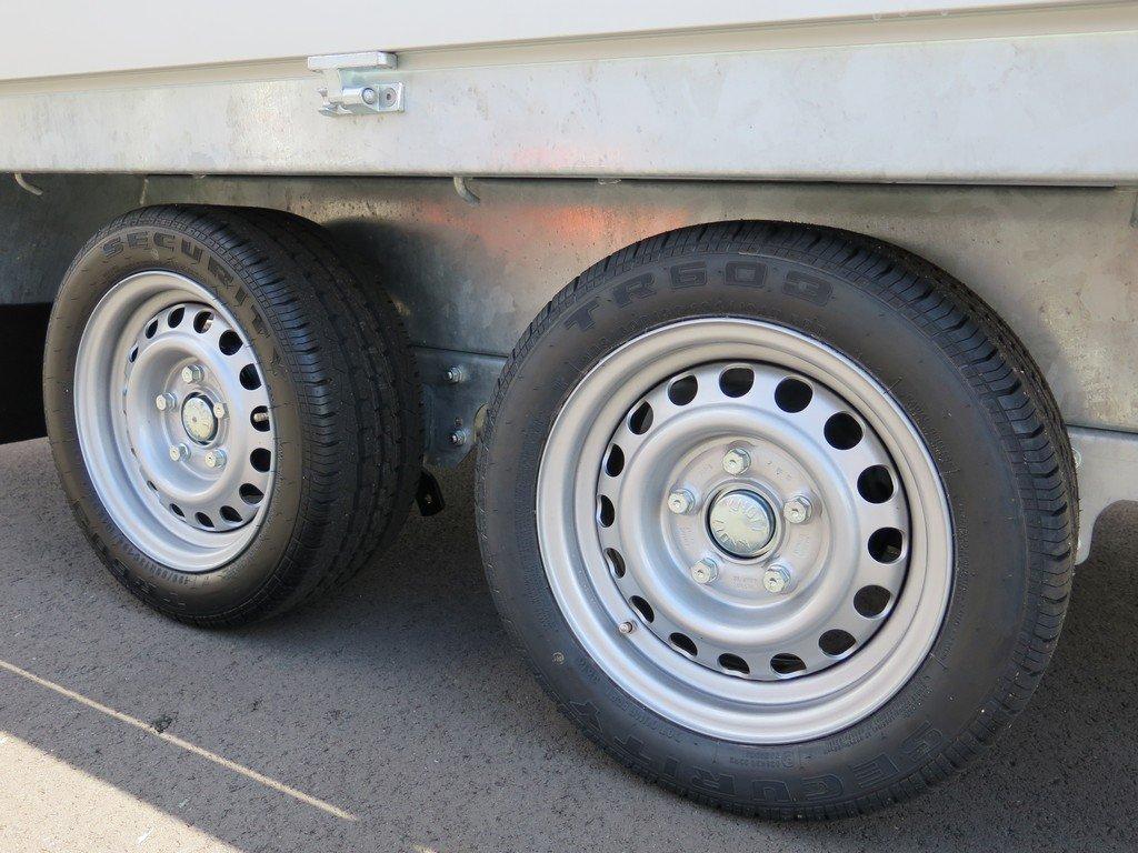 Proline plateauwagen 301x185cm 2700kg verlaagd Aanhangwagens XXL West Brabant 2.0 tandemas Aanhangwagens XXL West Brabant