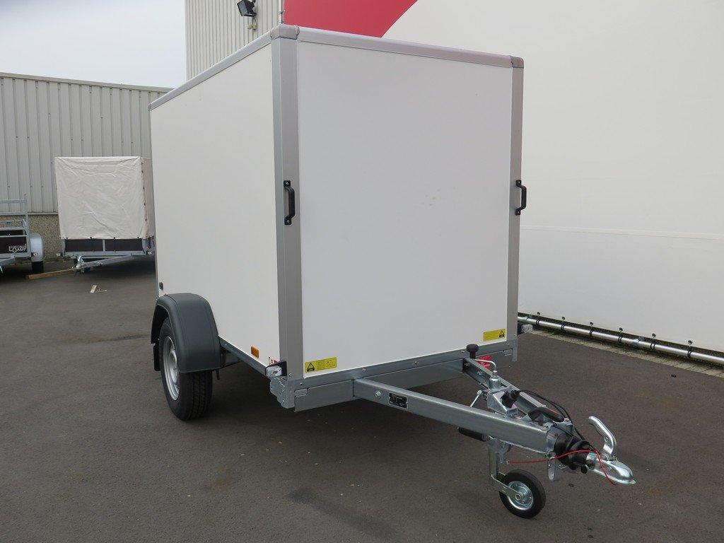 Saris gesloten aanhanger 256x134x150cm 1350kg Aanhangwagens XXL West Brabant 2.0 voorkant Aanhangwagens XXL West Brabant