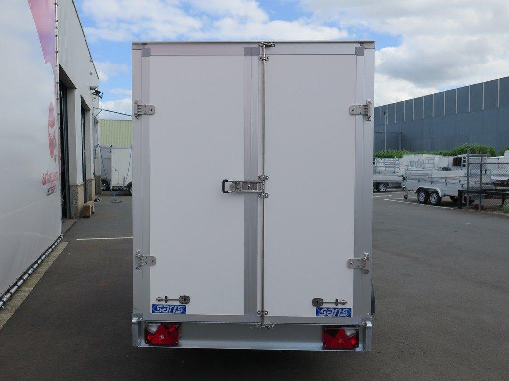 Saris gesloten aanhanger 306x154x180cm 2000kg Aanhangwagens XXL West Brabant 2.0 achter dicht
