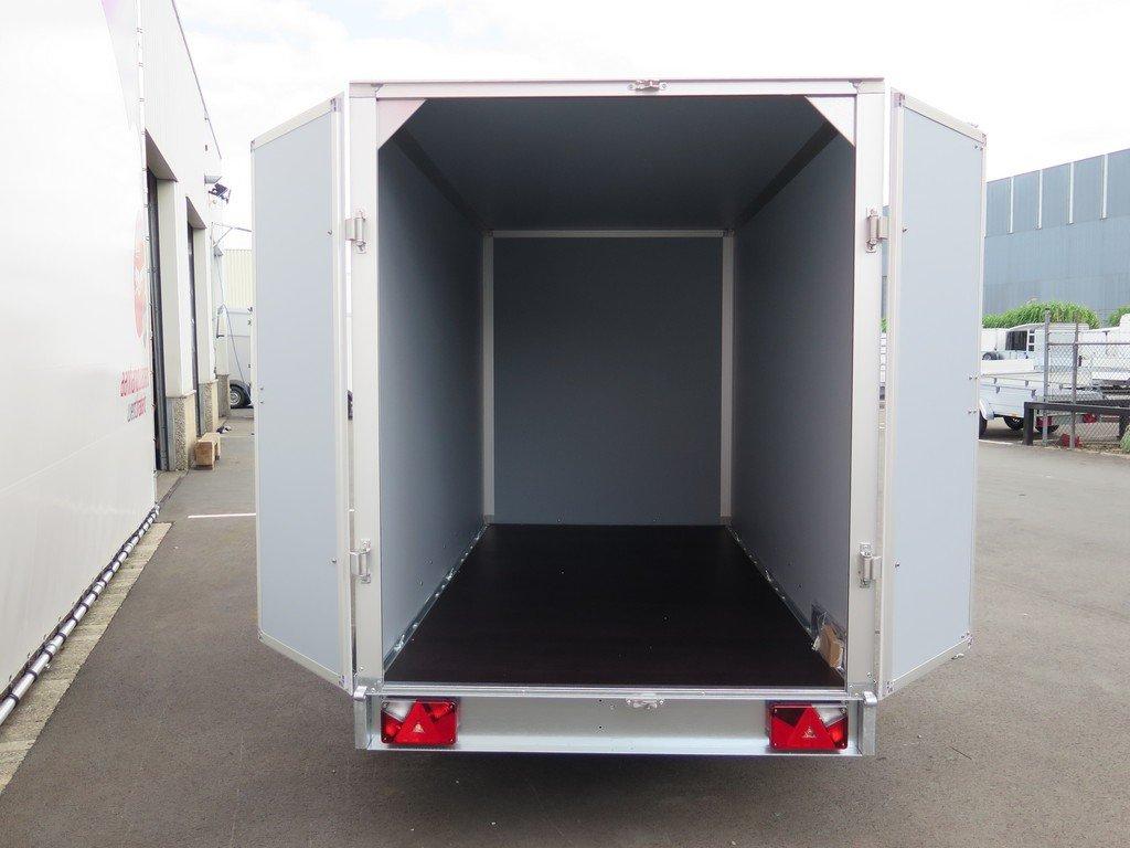 Saris gesloten aanhanger 306x154x180cm 2000kg Aanhangwagens XXL West Brabant 2.0 achter open