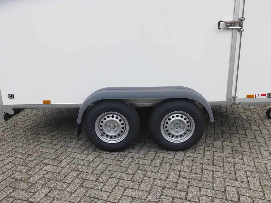 Saris gesloten aanhanger 356x169x180cm 2700kg Saris gesloten aanhanger 356x169x180cm 2700kg Aanhangwagens XXL West Brabant 2.0 dubbele as