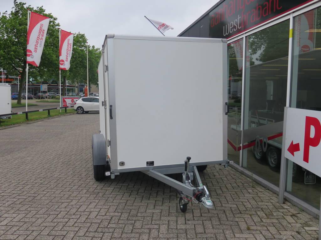 Saris gesloten aanhanger 356x169x180cm 2700kg Saris gesloten aanhanger 356x169x180cm 2700kg Aanhangwagens XXL West Brabant 2.0 voorkant