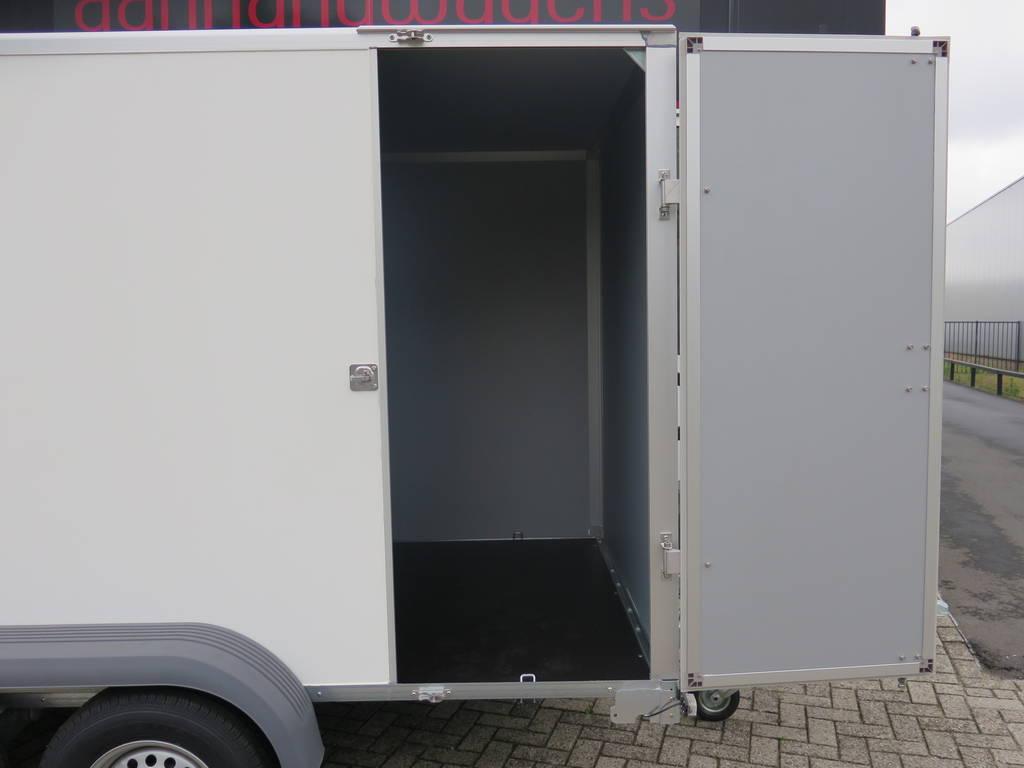 Saris gesloten aanhanger 356x169x180cm 2700kg Saris gesloten aanhanger 356x169x180cm 2700kg Aanhangwagens XXL West Brabant 2.0 zijdeur