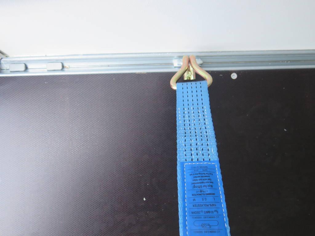 Saris gesloten aanhanger 356x169x180cm 2700kg Saris gesloten aanhanger 356x169x180cm 2700kg Aanhangwagens XXL West Brabant 3.0 touwhaken