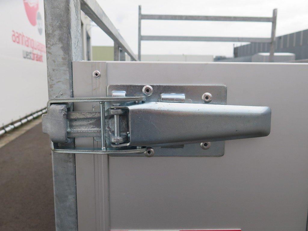 Loady enkelas aanhanger 200x130cm 750kg aluminium Loady enkelas aanhanger 200x132cm 750kg alu Aanhangwagens XXL West Brabant 2.0 sluiting