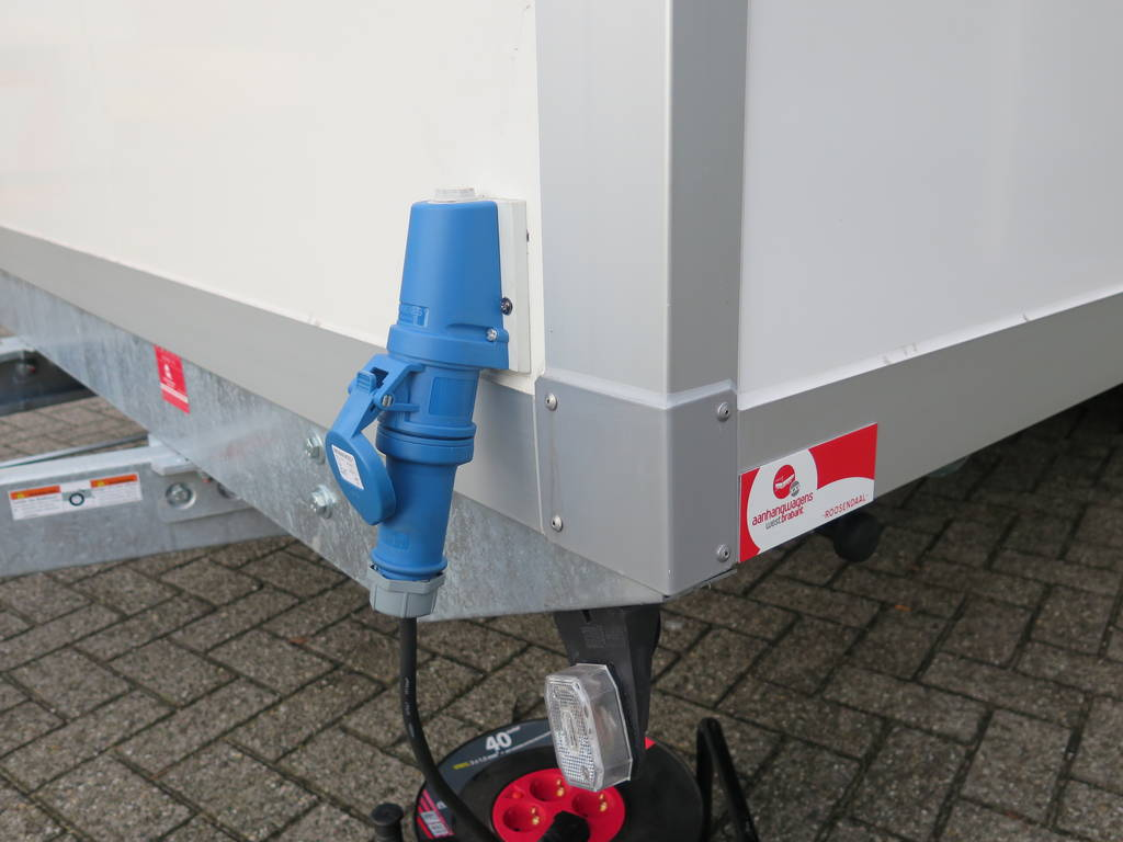Proline gesloten 501x201x200cm 2500kg gesloten aanhangwagen Aanhangwagens XXL West Brabant elektra buitenkant 2.0