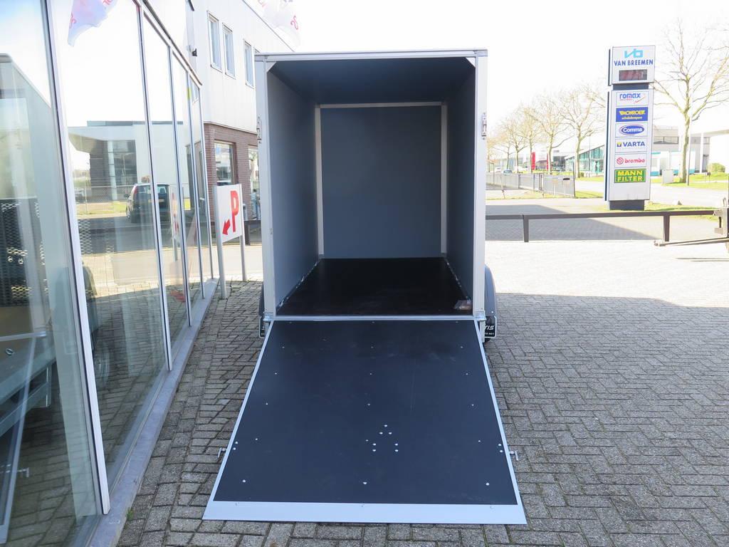 Saris gesloten 306x154x180cm met klep Aanhangwagens XXL West Brabant achter open