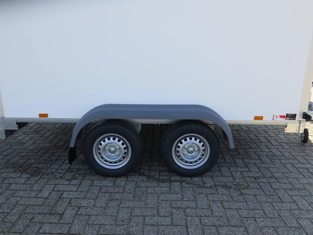 Saris gesloten 306x154x180cm met klep Aanhangwagens XXL West Brabant dubbele as