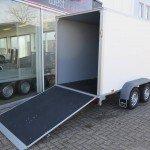 Saris gesloten 306x154x180cm met klep Aanhangwagens XXL West Brabant klep