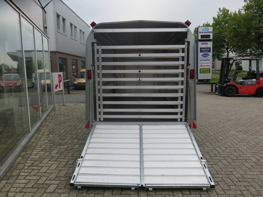 Ifor Williams veetrailer 366x178x183cm klep deur systeem veetrailers Aanhangwagens XXL West Brabant achterkant klep open Aanhangwagens XXL West Brabant