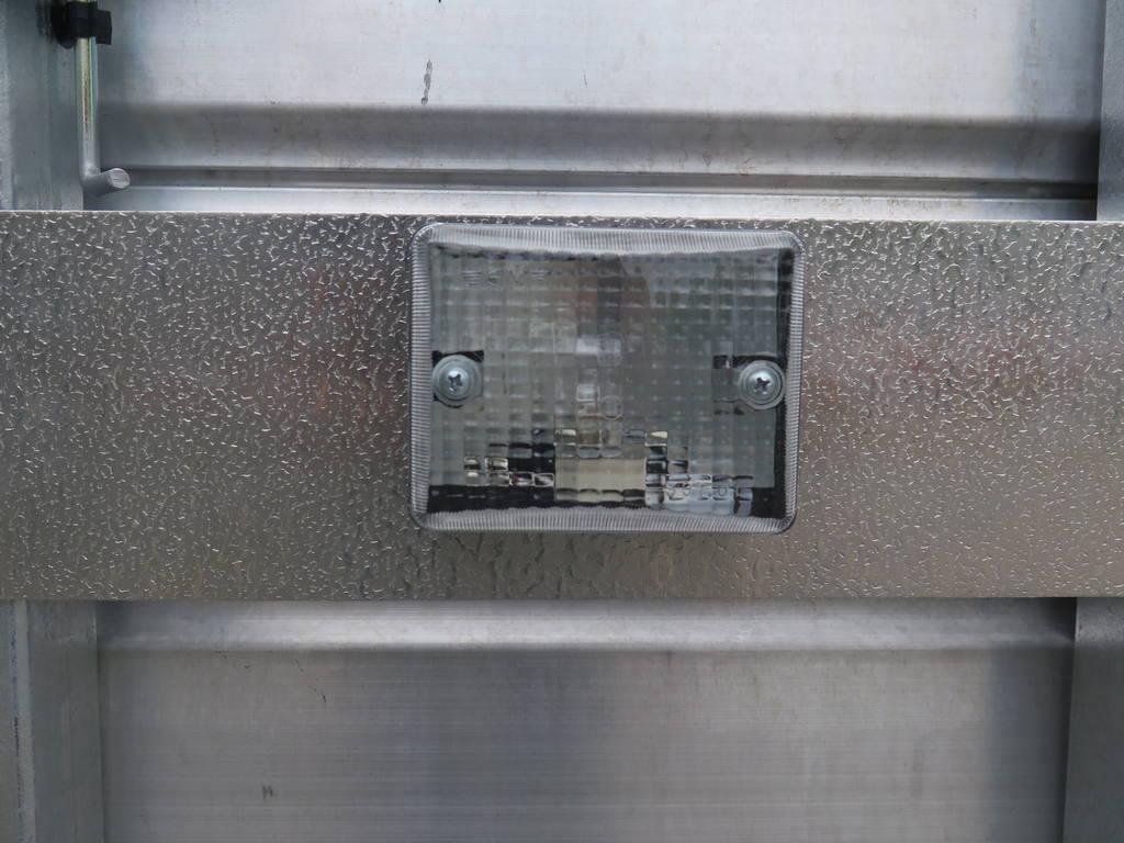 Ifor Williams veetrailer 366x178x183cm klep deur systeem veetrailers Aanhangwagens XXL West Brabant reflector Aanhangwagens XXL West Brabant