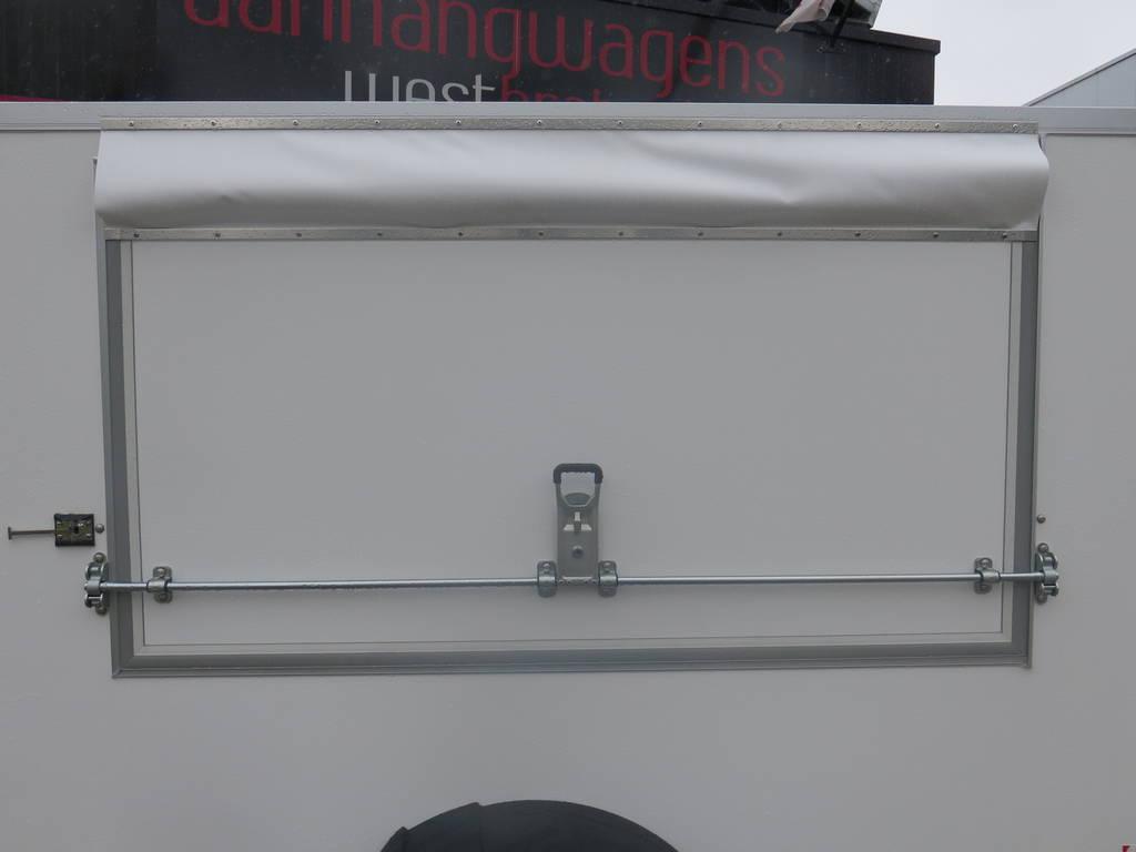 maatwerk-gesloten-aanhangwagen-voor-inbouw-compressor-251x132x150-1350kg-speciaalbouw-aanhangwagens-xxl-west-brabant-zijdeur-dicht