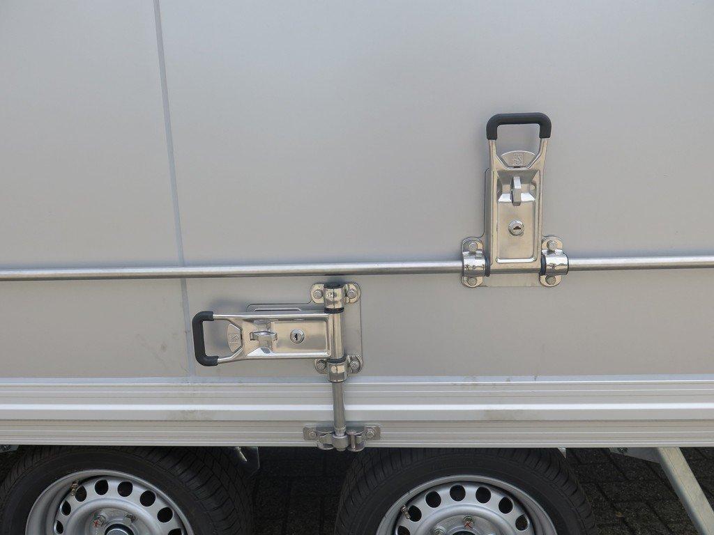 Proline gesloten aanhanger 425x204x230cm 2600kg Aanhangwagens XXL West Brabant sluitingen