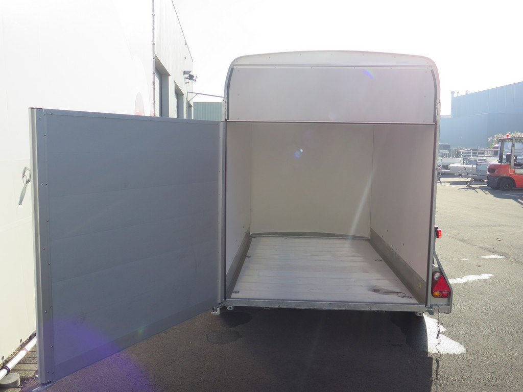 Easyline gesloten aanhanger 313x166x200cm 2100kg PPL Easyline gesloten aanhanger 313x166x200cm 2000kg PPL Aanhangwagens XXL West Brabant 2.0 klep-deur