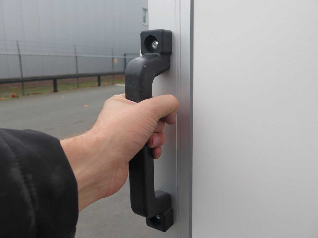 Easyline gesloten aanhanger 250x150x150cm 1350kg Aanhangwagens XXL West Brabant handvat