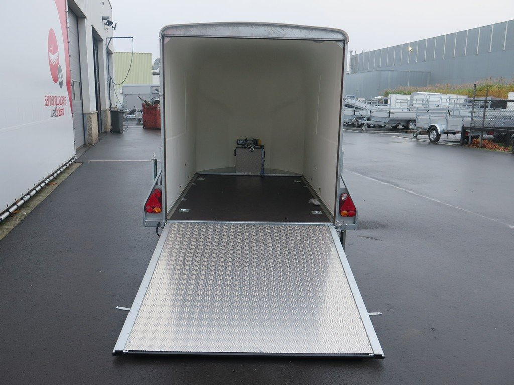Maatwerk Easyline volpoly gesloten aanhanger Aanhangwagens XXL West Brabant achter open Aanhangwagens XXL West Brabant
