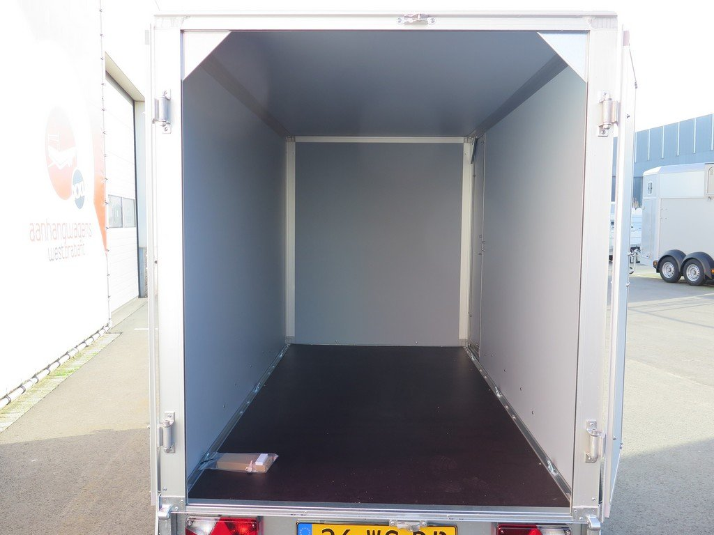 Saris gesloten aanhanger 256x134x150cm 2000kg Aanhangwagens XXL West Brabant 2.0 achter open