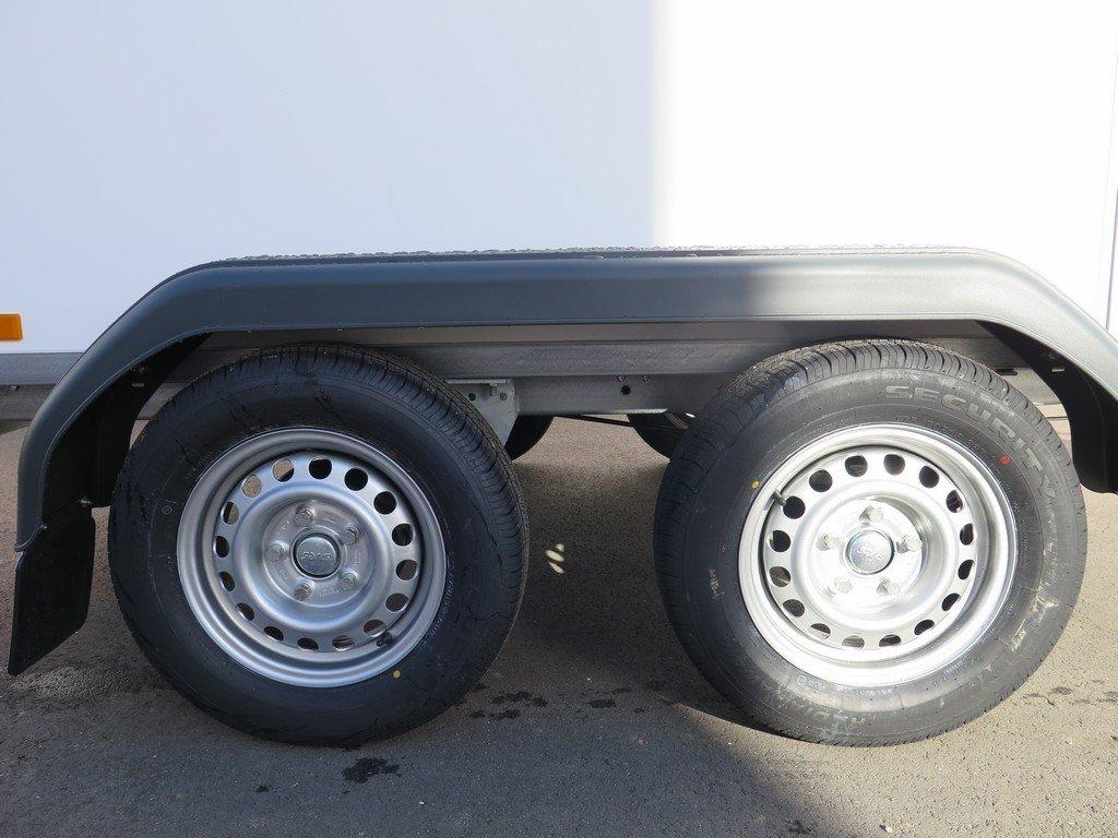 Saris gesloten aanhanger 256x134x150cm 2000kg Aanhangwagens XXL West Brabant 2.0 tandemas