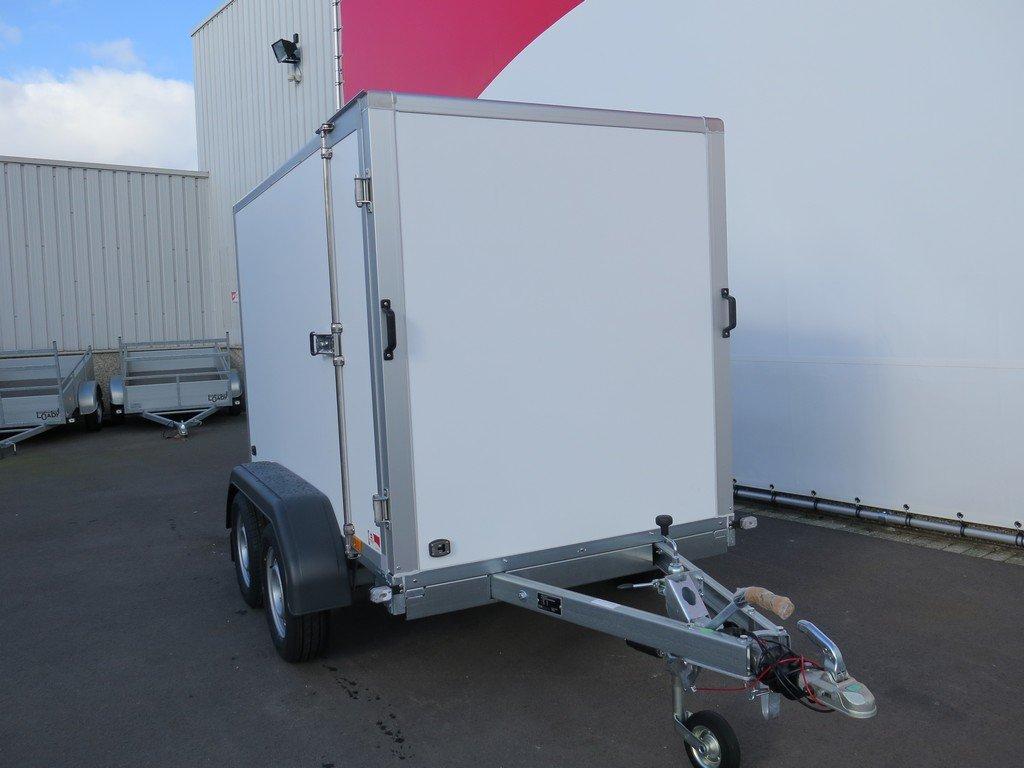 Saris gesloten aanhanger 256x134x150cm 2000kg Aanhangwagens XXL West Brabant 2.0 voorkant
