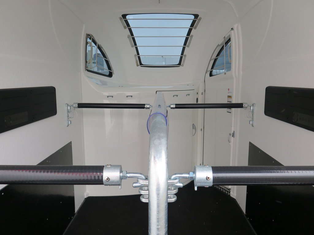 Bucker Careliner L poly 2 paards paardentrailer zwart-zwart Aanhangwagens XXL West Brabant binnenkant Aanhangwagens XXL West Brabant