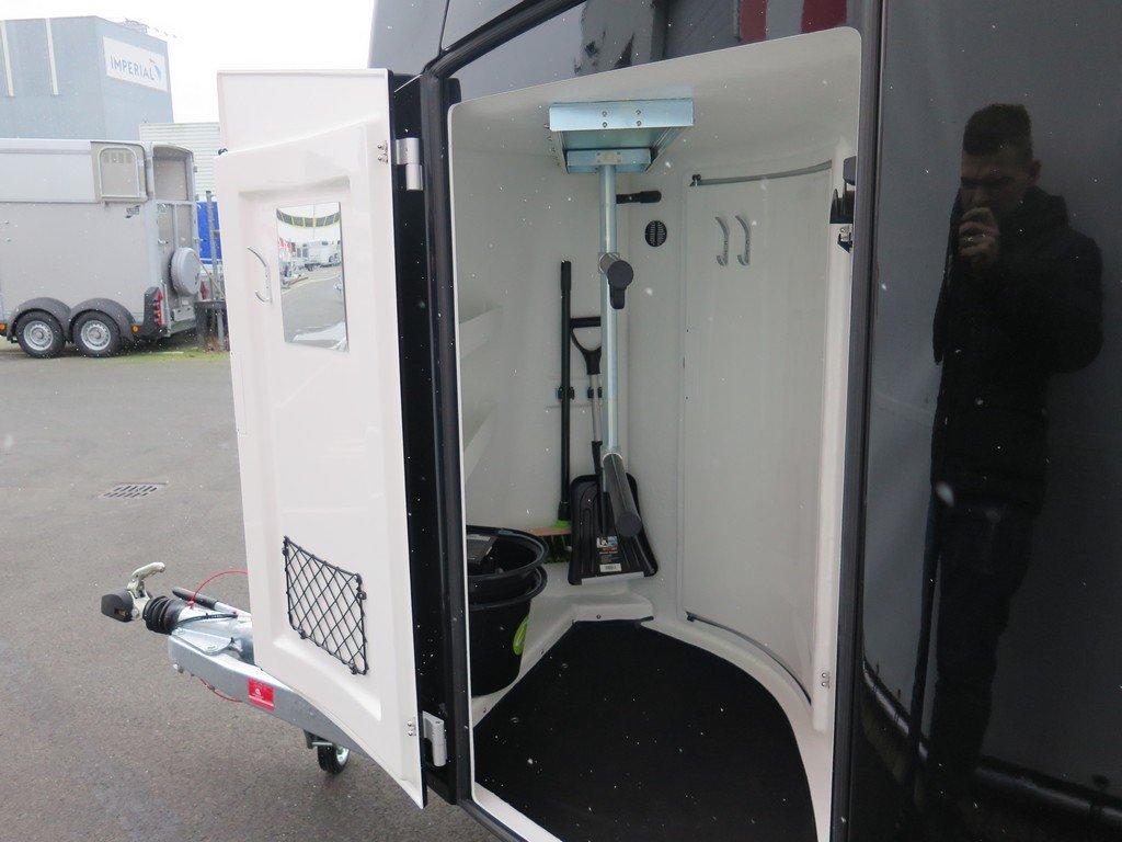 Bucker Careliner L poly 2 paards paardentrailer zwart-zwart Aanhangwagens XXL West Brabant zadelkamer Aanhangwagens XXL West Brabant
